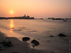#Finistere, #Bretagne #Brignogan fin de jour à l'est du #phare de Pontusval #myfinistere  © Paul Kerrien  http://toilapol.net