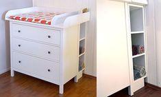 Aufsatz und Regal: Der praktische Wickelaufsatz aus Fichtenholz paßt perfekt auf die Hemnes – Kommode von Ikea. In die Lücke, die entsteht, weil die Kommode von der Wand abgerücktwerden muß, paßt das Regal perfekt hinein!