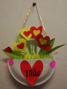 vasinho com pratinhos de plástico e corações/folhas de papel colorset