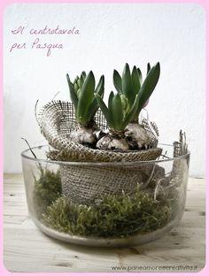 Centro tavola con muschio e fiori