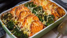 When it& chilly, try making this lighter style tuna sweet potato broccoli bake. Make it on the weekend then bake for a easy week night meal. Healthy Pastas, Healthy Dinner Recipes, Cooking Recipes, Simple Recipes, Healthy Tips, Eating Raw, Healthy Eating, Clean Eating, Broccoli Bake