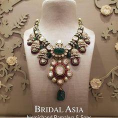 Fulfill a Wedding Tradition with Estate Bridal Jewelry Indian Wedding Jewelry, Indian Jewelry, Bridal Jewelry, Gold Jewelry, Jewlery, Stylish Jewelry, Fashion Jewelry, Hyderabadi Jewelry, Necklace Designs