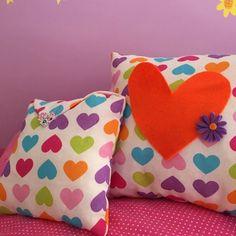 Handmade pillow with 3 pockets ideal for tv control Handmade Pillows, Coin Purse, Throw Pillows, Color, Toss Pillows, Cushions, Colour, Decorative Pillows, Decor Pillows