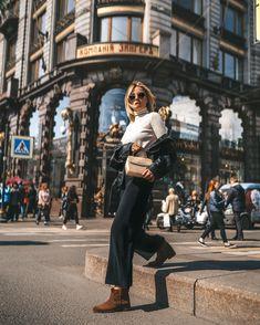The rhythm of St. Petersburg 💛 это я пробиваюсь сквозь толпу на Невском в праздники с моей золотой малышкой #avaxscrossbody от @michaelkors #michaelkors Urban Photography, Street Photography, Portrait Photography, Foto Casual, Street Portrait, Insta Photo Ideas, Fashion Photography Inspiration, Fashion Poses, Foto Pose