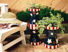 Decorate your porch or deck with these patriotic planters...made with painted terra cotta pots!