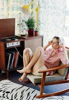 Where can I find a Hi-Fi cabinet like this?