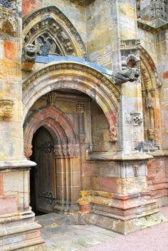 Entrance to Rosslyn Chapel in Scotland, I would SOOOO Love to get to go there just once in my life! Beautiful Buildings, Beautiful Places, Rosslyn Chapel, Perth, Monuments, Scotland Travel, Edinburgh Scotland, Templer, Cathedral Church