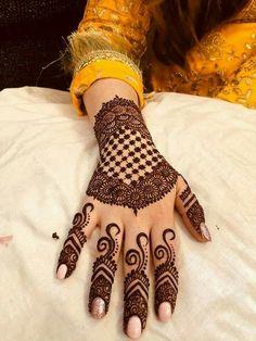 Mehndi is something that every girl want. Arabic mehndi design is another beautiful mehndi design. We will show Arabic Mehndi Designs. Peacock Mehndi Designs, Simple Arabic Mehndi Designs, Indian Mehndi Designs, Henna Art Designs, Mehndi Designs For Girls, Modern Mehndi Designs, Mehndi Design Pictures, Wedding Mehndi Designs, Latest Mehndi Designs