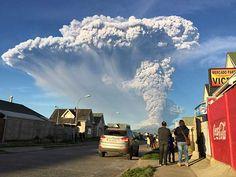 チリ南部にあるカルブコ火山が22日噴火