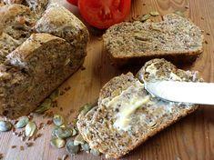 Razowy chleb pszenny (mocno ziarnisty)