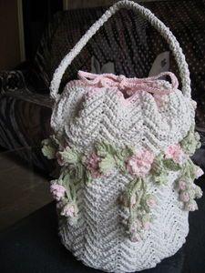 Lovely flowered bag! crochet knit unlimited