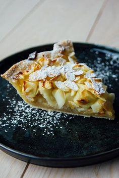 Wij maken een appeltaart met kant en klaar kruimeldeeg. Je kan bij deze overheerlijke appeltaart het amandelspijs ook weglaten. Great Desserts, Healthy Desserts, Sweet Recipes, Vegan Recipes, Fruit Pie, Home Baking, Sweet Bread, Macaroni And Cheese, Foodies