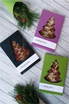 Шоколадная елка, наряженная золотыми шарами и упакованная в коробку из дизайнерского картона с прозрачным окошком. #КорпоративныйПодарок #НовыйГод #ДоставкаБесплатно #шоколад #chocolate #елочка #подарок #gift #логотип #logo #брендирование Cake Packaging, Food Packaging Design, Coffee Packaging, Bottle Packaging, Chocolate Diy, Christmas Chocolate, Box Design, Label Design, Package Design