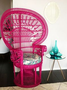 Peacock chair in hot pink with turquoise accesories! Two of my favourite colours and even better placed together. A floral covered chair cushion brings these colours together. Funky Furniture, Painted Furniture, Hot Pink Furniture, Cane Furniture, Outdoor Furniture, Peacock Chair, Pink Peacock, Crazy Colour, Pink Walls