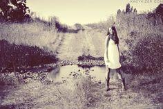 Senior Picture Ideas For Girls Outside | Senior Pictures Ideas For Country Girls Senior photoshoot {for summer