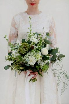 White on White, With A Touch of Gold // White and green wedding bouquet // Photography by… Fall Wedding Bouquets, Bride Bouquets, Autumn Wedding, Floral Bouquets, Bridesmaid Bouquet, Green Wedding, Floral Wedding, Green And White Wedding Flowers, Natural Wedding Flowers