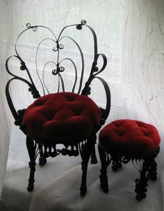 Black Metal with Red Velvet Pin Cushion Chair and Ottoman Footstool Gothic Furniture, Funky Furniture, Unique Furniture, Furniture Decor, Furniture Design, Victorian Gothic Decor, Gothic Home Decor, Gothic House, Tim Burton Stil