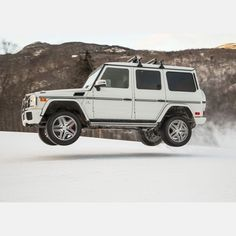 moment when the G-Class makes you jump! Forghani Forghani Busa is shooting the G 63 AMG at the Stowe Mountain Resort. Mercedes G Wagen, Mercedes Benz G Class, G 63 Amg, Top Cars, Dream Cars, Automobile, Vehicles, Mountain Resort, Trucks