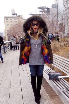 Casaco – @laromma | Calça – Zara | Bota – Luiza Barcelos | Bolsa – Chanel | Óculos – Karen Walker para Ótica Saltiel