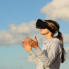 Is virtual reality a cure for pain? Is virtual reality a cure for pain? The researchers say that virtual reality therapy is more tha. Best Virtual Reality, Virtual Reality Headset, Augmented Reality, Reality Check, Long Distance Relationship Games, 360 Grad, Vr Headset, The Real World, Tandem