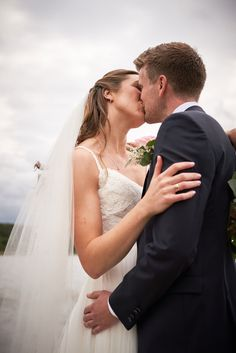 Bryllupsfotografering ved vannet. Romantisk fotografering før regnet kom.   #regngjøringenting #bryllupsfoto #Bryllupsfotograf Studios, Wedding Dresses, Fashion, Lantern, Creative, Bride Dresses, Moda, Bridal Gowns, Fashion Styles