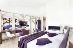 """Hotel Cadelach """"sicomoro"""" room."""
