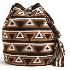 Love these Wayuu Boho Bags Tapestry Bag, Tapestry Crochet, Crochet Handbags, Crochet Purses, Crochet Bags, Crotchet Patterns, Crochet Stitches, Form Crochet, Knit Crochet