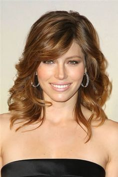 Oval Face -- Best: Jessica Biel , Best and Worst Medium-Length Cuts for Your Face Shape Medium Length Curly Haircuts, Haircuts For Fine Hair, Hairstyles With Bangs, Cool Hairstyles, Layered Hairstyles, Short Haircuts, Bangs Hairstyle, Stylish Haircuts, Formal Hairstyles