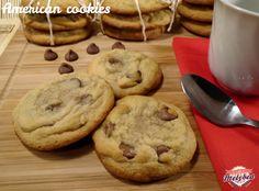 Ecco la ricetta passo passo degli American cookies, i celebri biscotti americani al cioccolato! Tutti i trucchi per ottenere dei cookies come da Starbucks