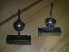 Tiradores antiguos de mueble de laton, 3 € + 4'75