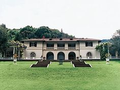 villa montalvo at ontalvo arts center- saratoga For weddings, the rental fee for 9 hours' use ranges $8,000–15,000. Half the total fee is required as a nonrefundable deposit when the site is booked; the balance is payable 6 months prior to the event along with a refundable $1,000 damage deposit and a certificate of insurance. For a Love Temple or Oval Garden ceremony only, the rental fee is $3,500. Call for details and for weekday and winter rates. Special rates apply for last-minute events.