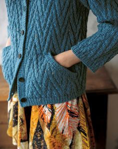 ブルーのフード付きジャケット