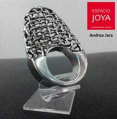 Ven a conocer el trabajo de los orfebres en nuestra vitrina. Te esperamos! Rings For Men, Jewelry, Cabinets, Getting To Know, Author, Rings, Jewels, Men Rings, Jewlery