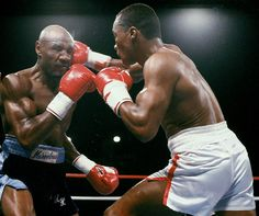 Sugar Ray Leonard lands a right hook on Marvin Hagler during their WBC middleweight title fight on April 1987 at Caesars Palace in Las Vegas. Boxing Training, Boxing Workout, Workout Men, Marvelous Marvin Hagler, Mike Tyson Boxing, Fast Muscle Growth, Professional Boxing, Boxing History, Literatura
