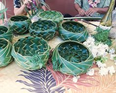 "These would be a great added decor for any ""beach"" themed event, or any ""tropical/nature"" inspired event.basket weaving with palm fronds Flax Weaving, Weaving Art, Basket Weaving, Sisal, Pine Needle Baskets, Woven Baskets, Coconut Leaves, Making Baskets, Maori Art"