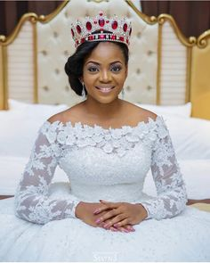All hail the Queen 👸🏻 ~ Beautiful Bridal Portrait 📸 Nigerian Wedding Dress, African Wedding Attire, Nigerian Weddings, Wedding Dresses For Girls, Elegant Wedding Dress, Bridal Dresses, 1920s Wedding, Traditional Wedding Attire, African Lace Dresses