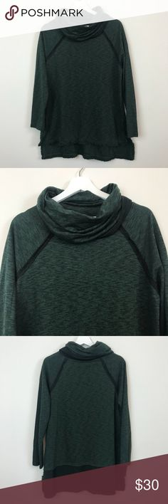 Hunter Green Cowl Neck Top Umgee hunter green cowl neck top. Size medium. Bust is 20.5 across. Length is 26.5 at the shortest and 29.5 at the longest. New with tags. Open to offers and 30% off bundles! Umgee Sweaters Cowl & Turtlenecks