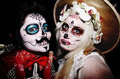 Day of the Dead Face Paint and Dia De Los Muertos Art Spooky Halloween, Halloween Costumes, Sugar Skull Makeup, Sugar Skulls, Ghost And Ghouls, Skull Face, Pretty Photos, Costume Makeup, Mug Shots