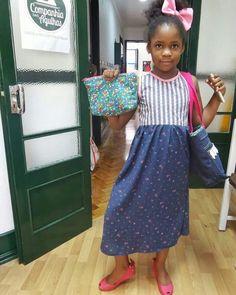 Bolsa co  fecho, vestido e transformação de calças de ganga em saco tote