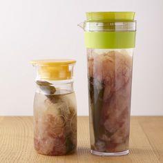 煮出さずゆっくりうまみを抽出するので、雑味のない上品な味のだしがとれるんです 加熱なし、冷蔵庫に入れておくだけでOKの「水だし」が便利すぎる!