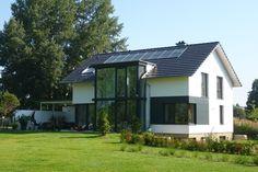 Fertigbau von Massivhaus Hauser. Begeisterte Bauherren