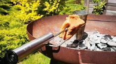 Mobiler Drehspiess adaptierbar für fast jeden Grill - CHILLYGRILLY® ist der mobilste batteriebetriebene Drehspiess, der bis 6kg jedes Grillgut mühelos dreht und obendrein noch cool aussieht. Wenn Ihrer Feuerstelle ein passendes MUSTHAVE fehlt, dann ist es unser kabelloser Drehspiess! Online shoppen ist angesagt.... Bbq, Fire Pit Screen, Barbecue, Barrel Smoker
