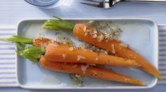 Nicht nur was für kleine Häschen: Glasierte Honig-Möhren mit geröstetem Mohn | http://eatsmarter.de/rezepte/glasierte-honig-moehren