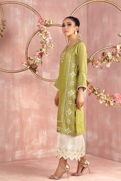 Dress Neck Designs, Stylish Dress Designs, Stylish Dresses, Fashion Dresses, Dresses For Work, Blouse Designs, Beautiful Pakistani Dresses, Pakistani Dress Design, Pakistani Suits