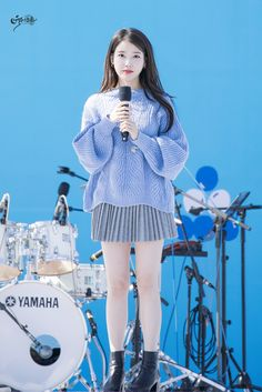 Quirky Fashion, Iu Fashion, Winter Fashion Outfits, Korean Fashion, Korean Girl, Asian Girl, Kpop Outfits, Korean Celebrities, Korean Actresses