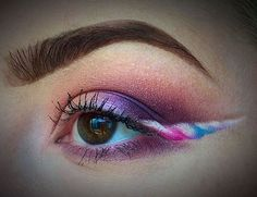 Unicorn beauty has dominated 2016, and beauty gurus are taking the magical trend to the next level with the uber cool unicorn eyeliner trend.