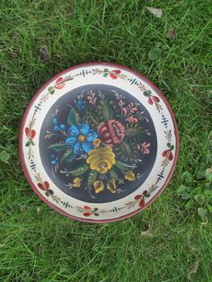 Hey, I found this really awesome Etsy listing at https://www.etsy.com/listing/202936901/norwegian-rosemaling-in-os-style-on-a-9