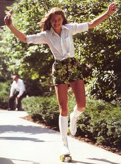 Brooke Shields by John G Zimmerman. Dress for Thursday night Brooke Shields by John G Zimmerman. Dress for Thursday night 70s Inspired Fashion, 70s Fashion, Look Fashion, Fashion Outfits, 70s Vintage Fashion, Retro Vintage, Lolita Fashion, 1980s Fashion Trends, Fashion Terms