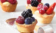 Knuspriger Mürbeteig gefüllt mit einer Vanillecreme und frischen Beeren