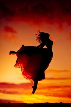 A fun image sharing community. Explore amazing art and photography and share your own visual inspiration! Silhouette Photography, Dance Photography, Creative Photography, Amazing Photography, Dance Photos, Dance Pictures, Cool Photos, Beautiful Pictures, Belly Dancing Classes